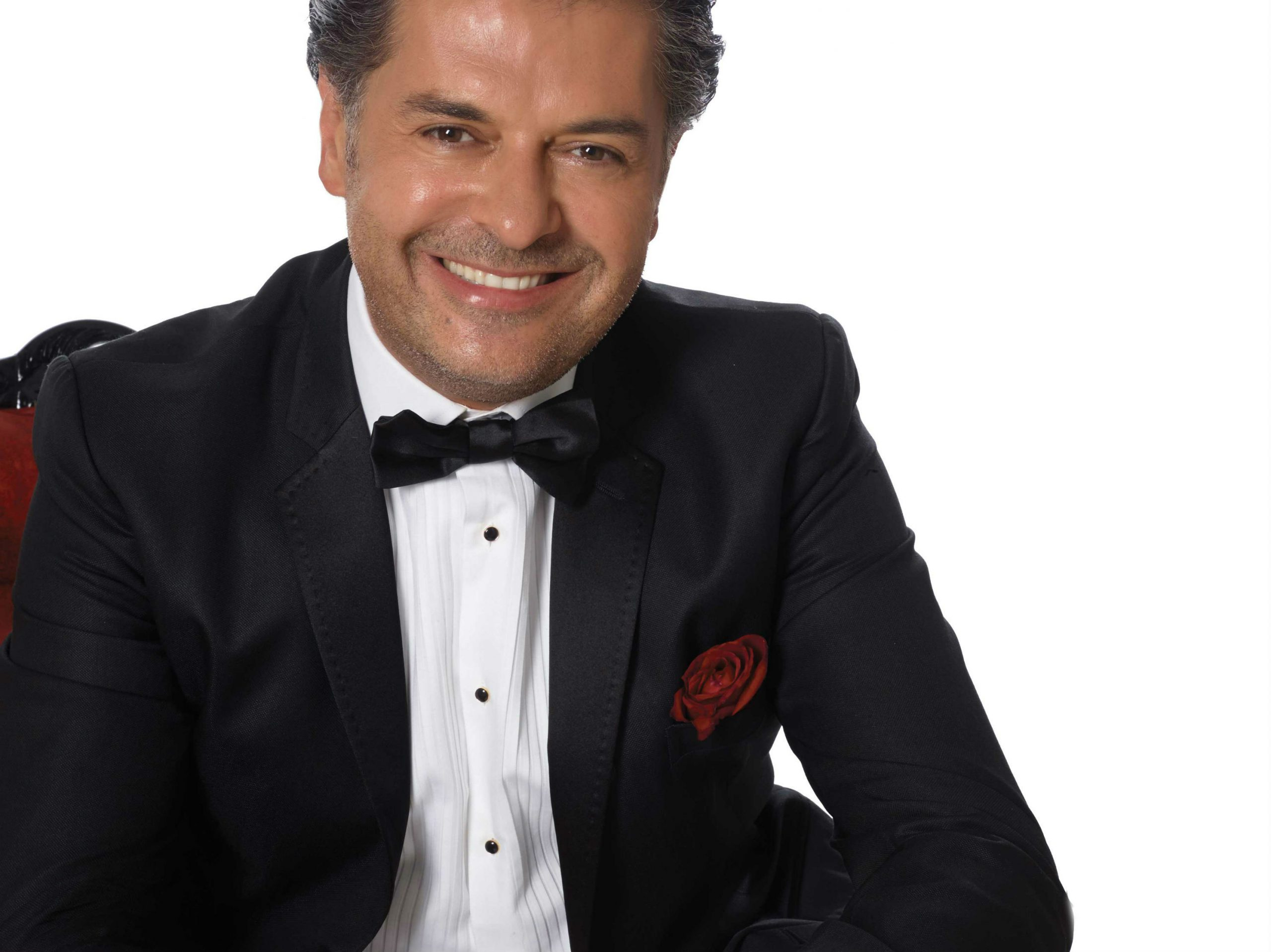 Lebanese Superstar Ragheb Alama Performs in Bahrain Bay